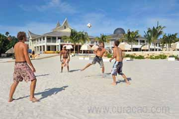 beach_activity_zest_guys_playing_football_on_the_beach_having_fun_curaçao (12).jpg