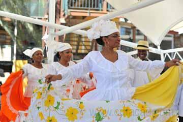 culture_folkloric_dancing_group_riffort_dia_di_bandera_women_dancing_curaçao (01).jpg