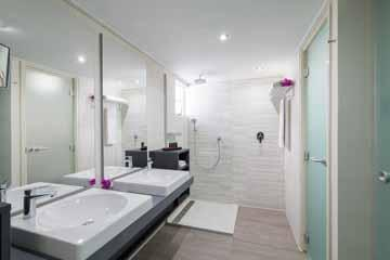 la belle alliance apartment master bathroom.jpg