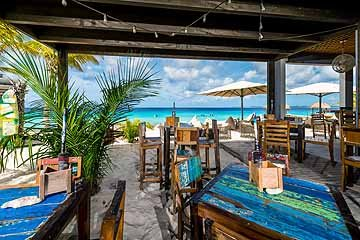 bar - club tropicana 2.jpg